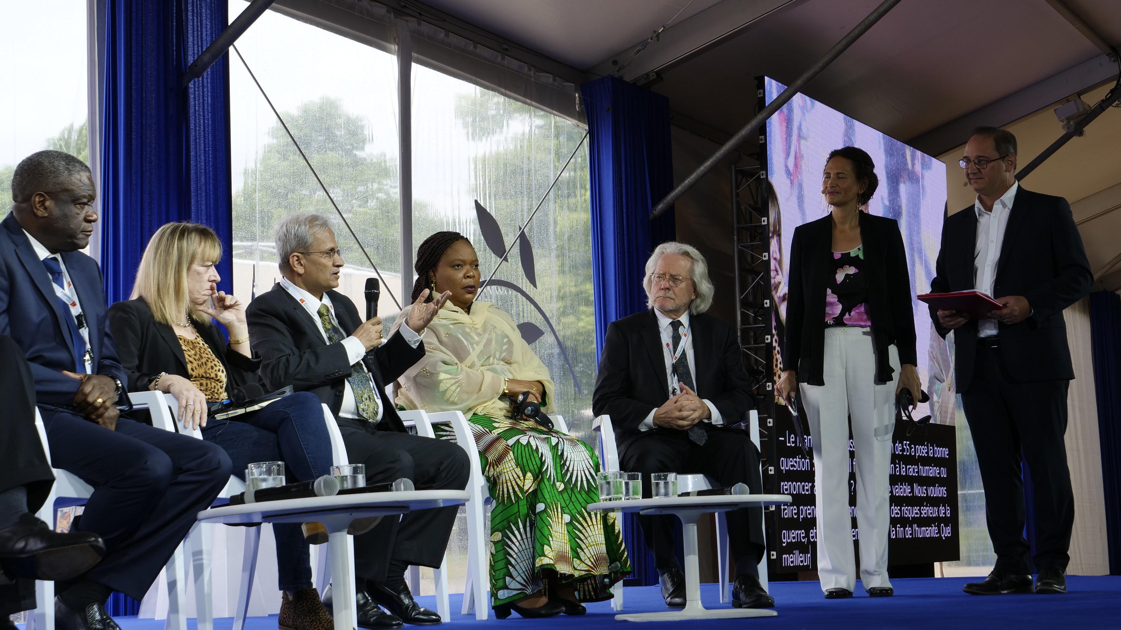 De gauche à droite : D. Mukwege, J. Williams, S. Waslekar, L. Gbowee, A. Grayling, F. Bedos, F-X. Priollaud
